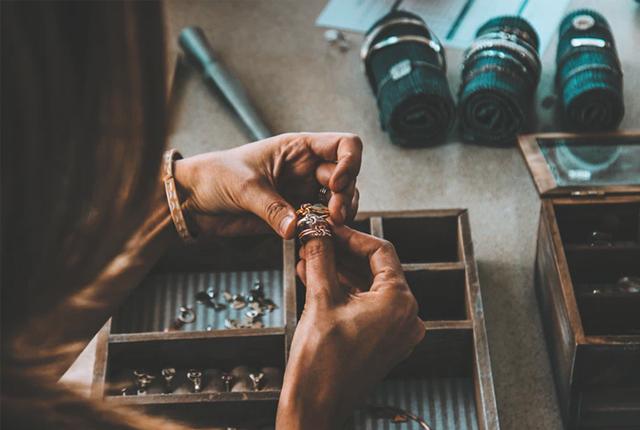 jak czyścić biżuterie